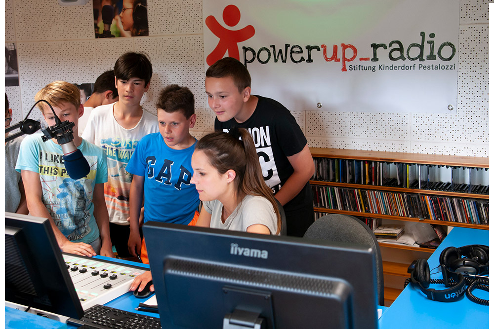 powerup_radio_-_digiweek_-_stiftung_kinderdorf_pestalozzi