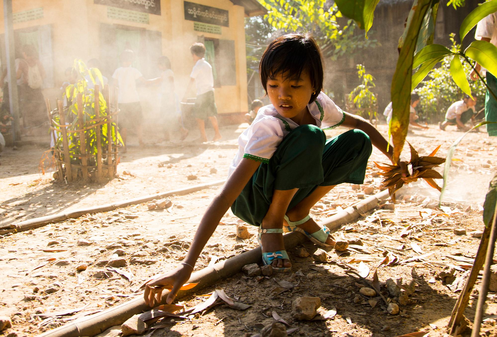 projekte_-_suedostasien_-_myanmar_-_maedchen_clean_and_green