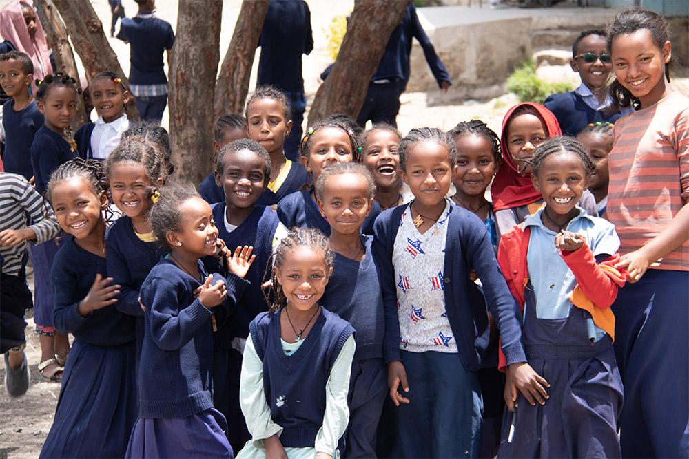 schulkinder_in_aethiopien_-_jahresbericht_2019_-_stiftung_kinderdorf_pestalozzi