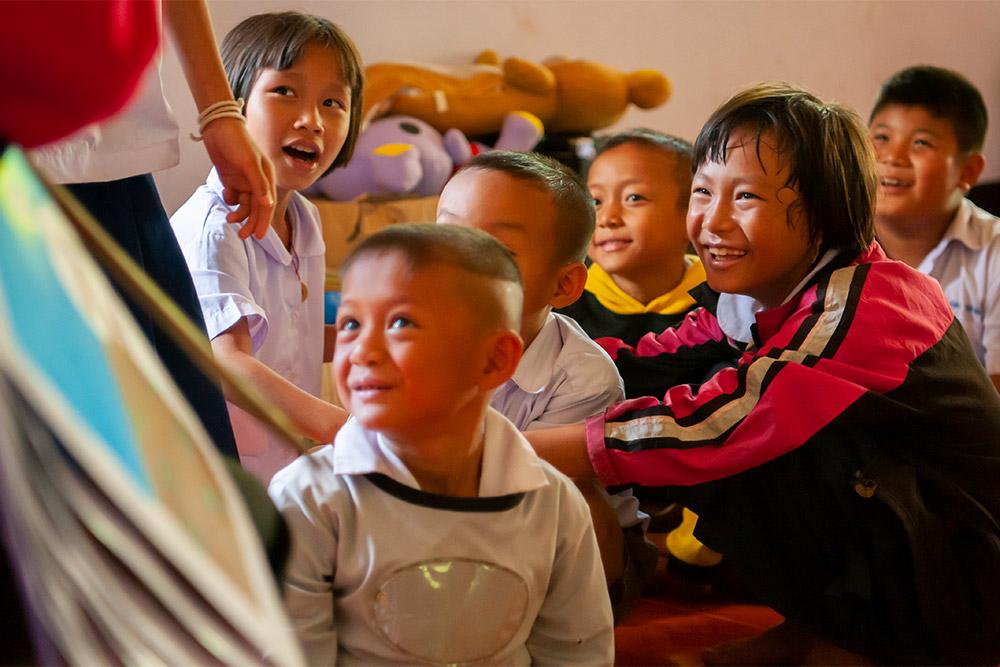thailaendische_schulkinder_im_unterricht_-_jahresbericht_2019_-_stiftung_kinderdorf_pestalozzi