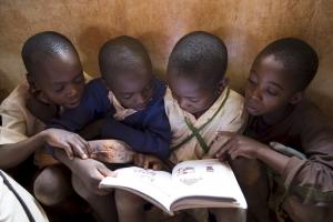 projekte_-_ostafrika_-_tansania_-_knaben_buecher