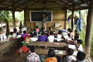 projekte_-_suedostasien_-_myanmar_-_unterricht_fluechtlingskinder