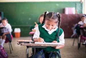 projekte_-_zentralamerika_-_guatemala_-_hauptseite_-_schulbuecher_-_maedchen