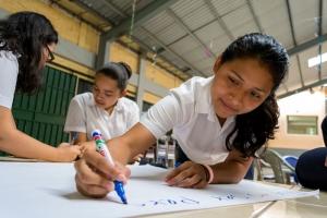 projekte_-_zentralamerika_-_hauptseite_-_el_salvador_-_maedchen
