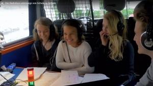 der_radiobus_unterwegs_von_schule_zu_schule_-_livezeit-radiowettbewerb_-_powerup_radio_-_stiftung_kinderdorf_pestalozzi