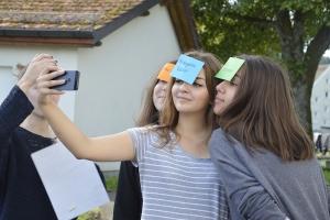 news_167_summercamp_selfie_1