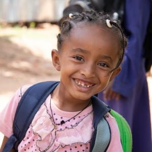 aethiopisches_maedchen_in_der_schule_-_jahresbericht_2019_-_stiftung_kinderdorf_pestalozzi