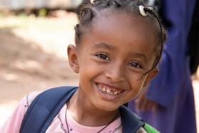 aethiopisches_maedchen_in_der_schule_-_jahresbericht_2019_-_stiftung_kinderdorf_pestalozzi_-_teaserbild
