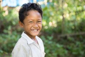 burmesischer_junge_in_clean_and_green_schule_-_jahresbericht_2019_-_stiftung_kinderdorf_pestalozzi_-_teaserbild