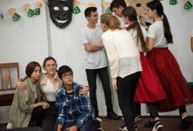 jugendliche_spielen_theater_cntm_moldawien_stiftung_kinderdorf_pestalozzi