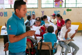 patenschaftsbericht_zentralamerika_-_guatemala_-_lesen_im_unterricht_-_stiftung_kinderdorf_pestalozzi_-_teaserbild