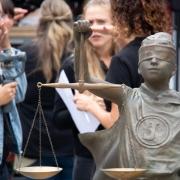 justitia_in_st.gallen_-_justitia_on_tour_-_stiftung_kinderdorf_pestalozzi_20
